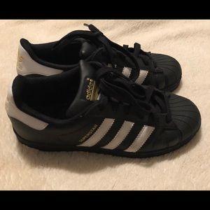 Black Adidas Superstar Shoes Kids size 4.5